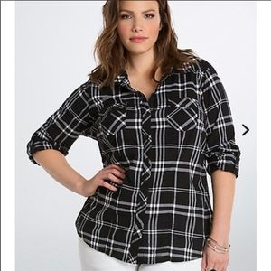 Torrid Black and White Plaid Button Up Size 00